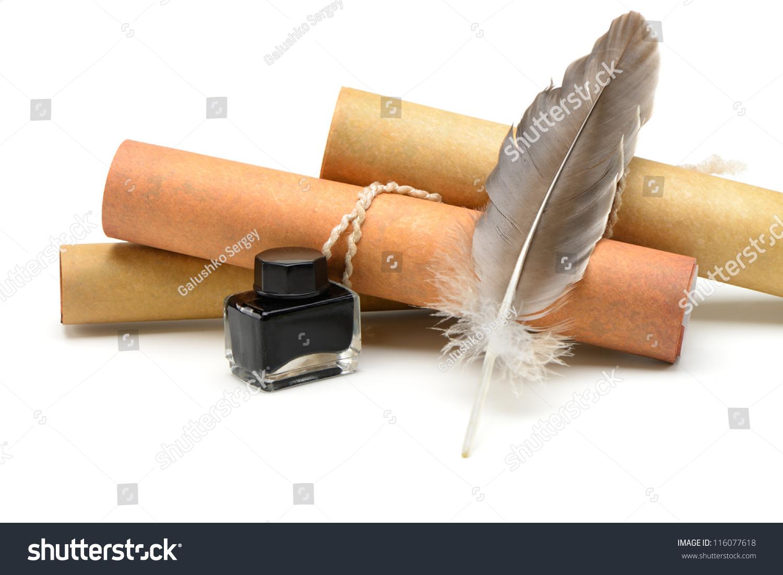 一根羽毛笔,墨水,老黄纸卷.孤立在白色背景.-物体,-()