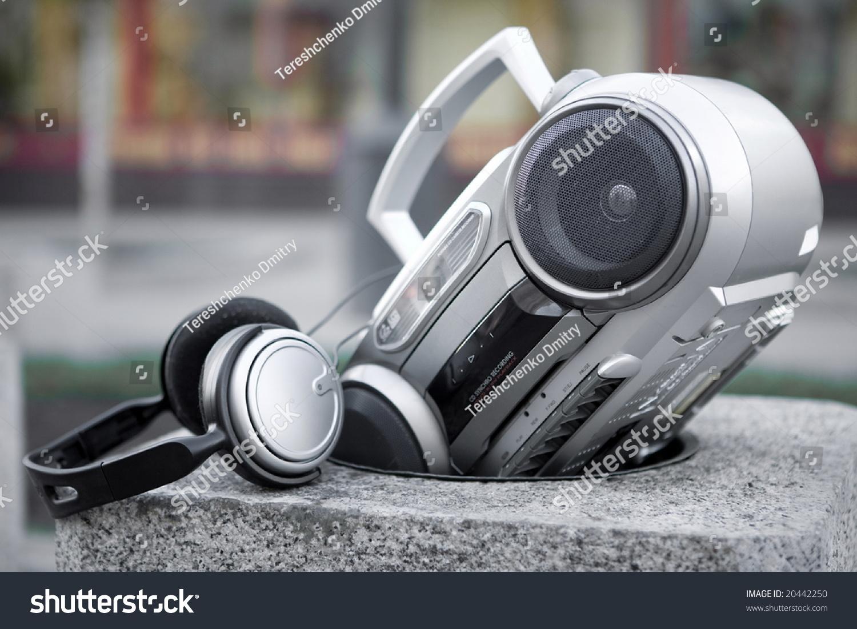 mp3与耳机音响系统石头垃圾桶-公园/户外