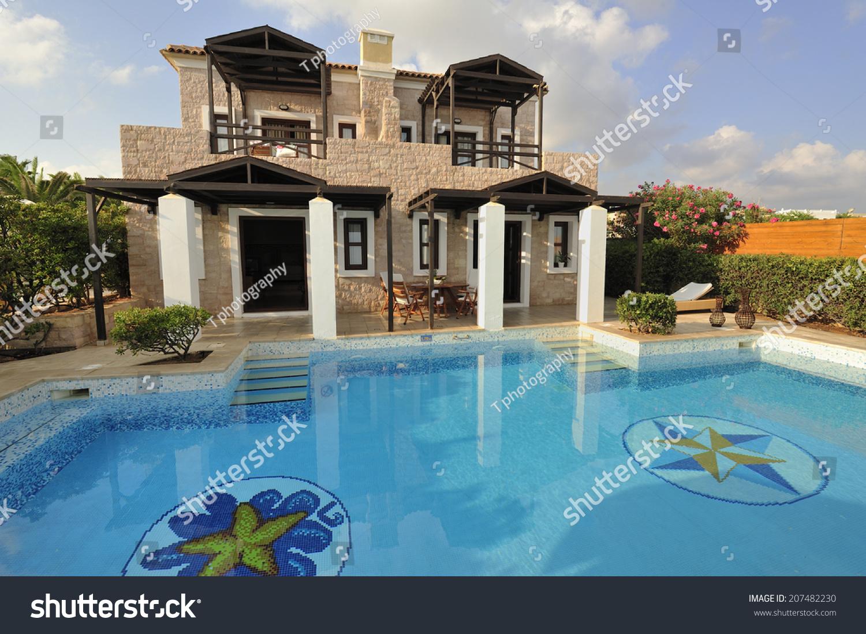 游泳池在现代的豪华别墅,克里特岛,希腊-建筑物/地标