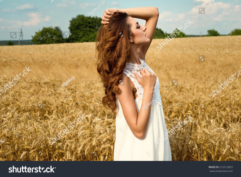 農村美女人物風景圖片