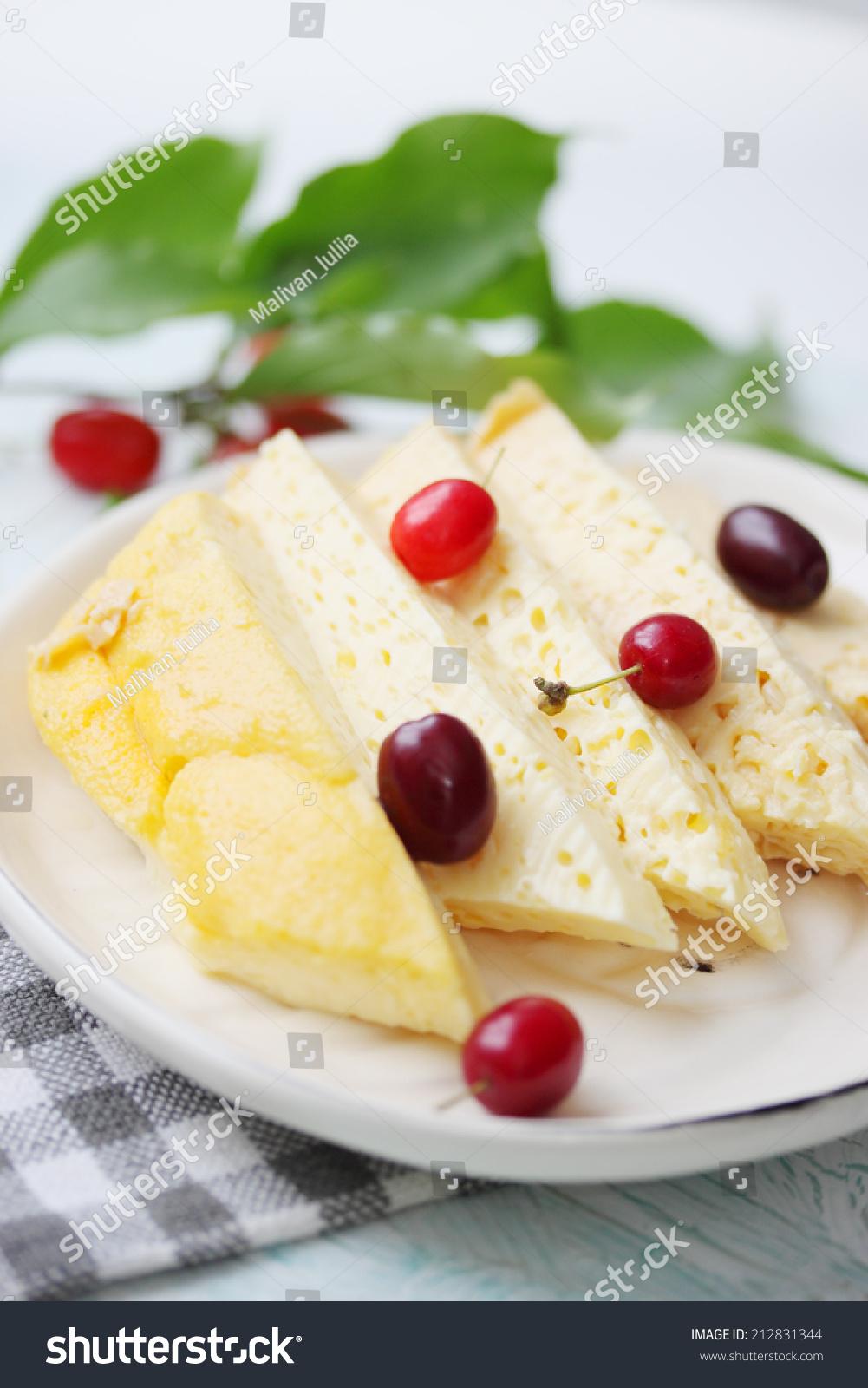 美食甜点.产犊后第一次牛奶-食品及饮料,物体-()