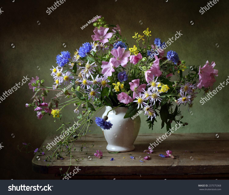 静物画和一束鲜花