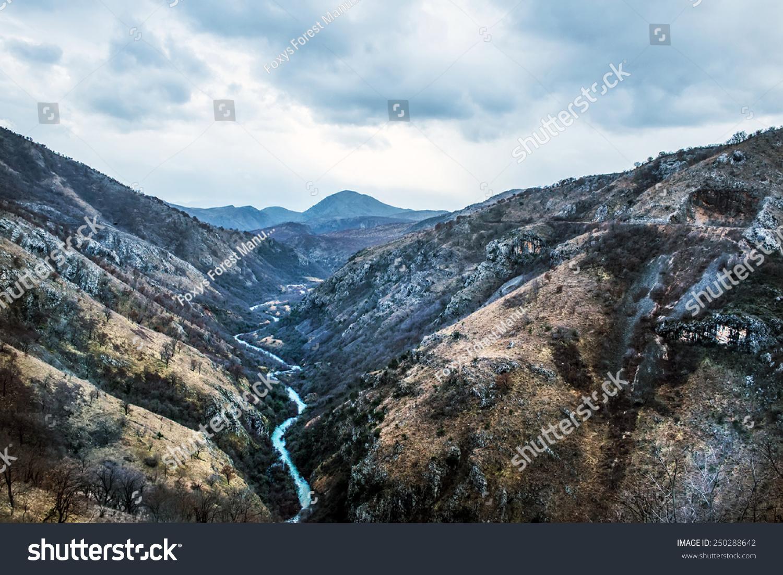 塔拉河峡谷(kanjon rijeke皮重)在黑山