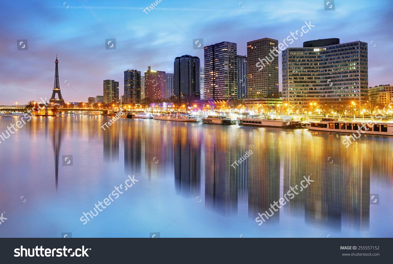 巴黎天际线与埃菲尔铁塔的背景-建筑物/地标