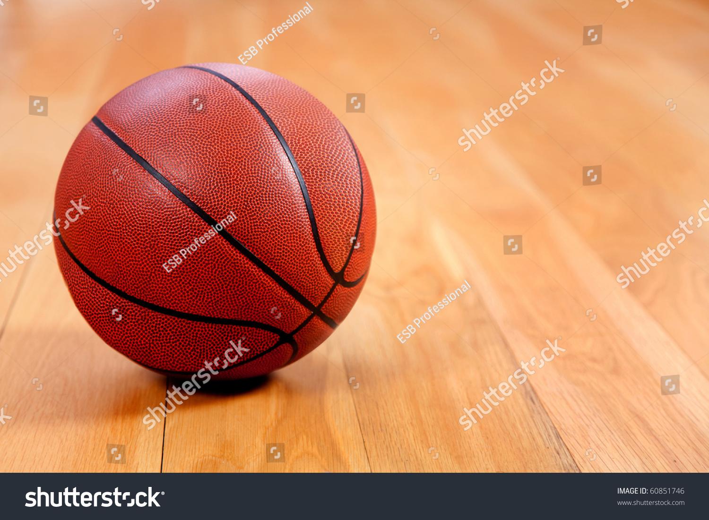 篮球躺在木地板的形象-运动/娱乐活动