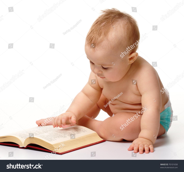 请登录 | 预览大图  好奇的小孩子玩的书坐在地板上,孤立在白色的 原