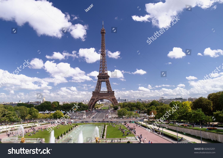 法国巴黎,埃菲尔铁塔,一个阳光明媚的夏日-建筑物