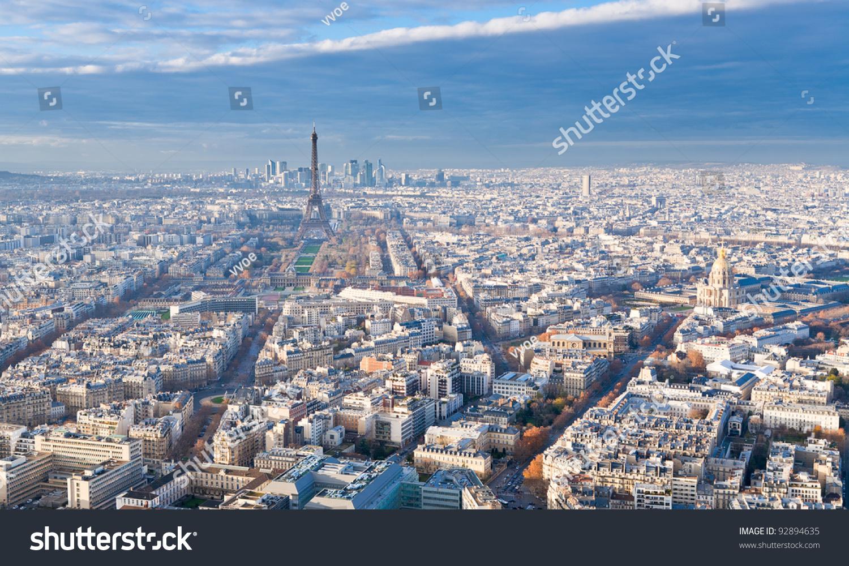 视图在埃菲尔铁塔和巴黎全景在冬天的下午-建筑物