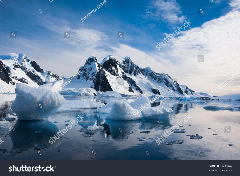 美丽的雪山和蓝天在南极洲-背景/素材,自然-海洛创意